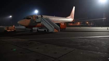 Эвакуация украинцев из Уханя: самолет развернулся и летит в Киев