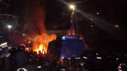У Нових Санжарах поновилися сутички: на мості місцеві запалили шини