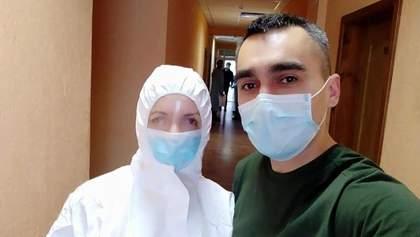 Скалецкая в защитном костюме впервые встретилась с эвакуированными: фото