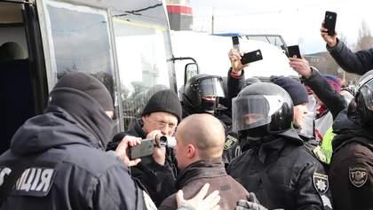 """Сутички на """"Барабашово"""": затримано 55 людей, поліція відкрила справу"""