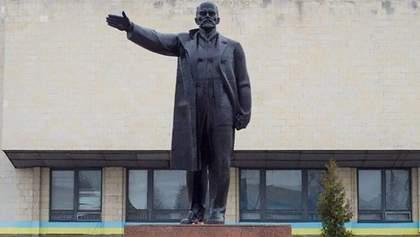 Доходная декоммунизация: на Черниговщине за памятник Ленину заплатили 375 тысяч гривен