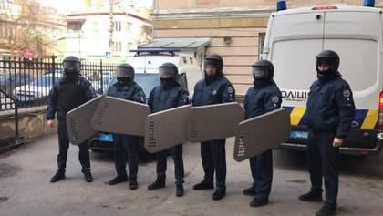 У Вінницькому суді, де обирають запобіжний захід жмеринським нападникам, розпилили газ