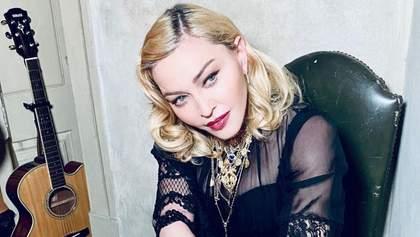 Мадонна расплакалась на сцене от боли