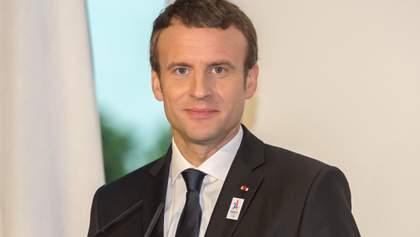 Макрон отменил запланированные поездки по Франции из-за коронавируса