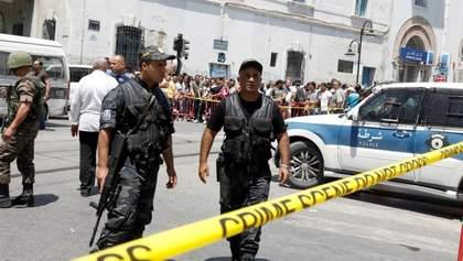 Двоє мотоциклістів підірвали себе у Тунісі біля посольства США: фото, відео