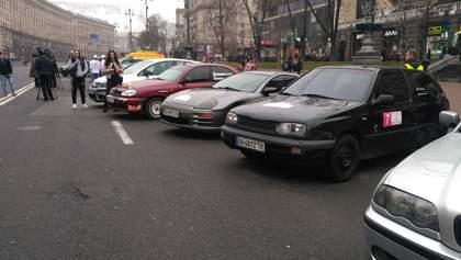 У центрі Києва влаштували велике авторалі для жінок: яскраві кадри