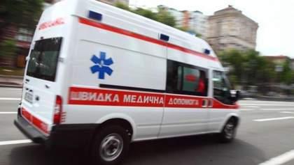 """На бригаду """"швидкої"""" напали невідомі в Харкові: постраждав лікар"""