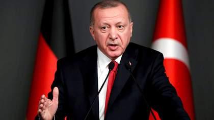 Эрдоган пришел в парламент с помощником, который измерил всем температуру: видео
