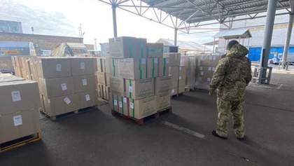 2,5 тонни масок знайшли у Борисполі: їх хотіли контрабандою вивезти до Китаю, Італії та Франції