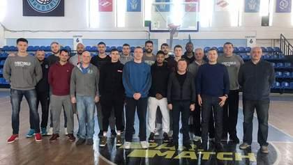 Український клуб розірвав контракти з усіма гравцями через дострокове завершення сезону