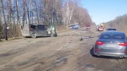 Моторошна ДТП на Сумщині внаслідок зіткнення маршрутки і мінібуса: є загиблі