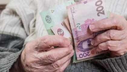 Украинцы получат пенсии вовремя, а льготы за долги не отменят