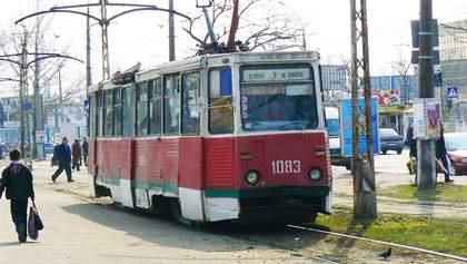 Пасажири побили водія трамвая в Миколаєві, бо той відмовився перевозити понад 10 людей