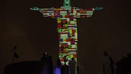 Статую Христа Спасителя зажгли флагами стран, в которых есть коронавирус: видео