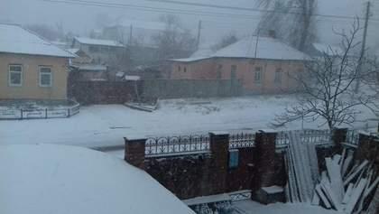 Київ та низку областей України засипало снігом: фото, відео