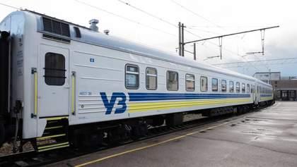 """Пассажиров поезда Киев – Рига после 3 часов выпустили: многих забрала """"скорая"""""""