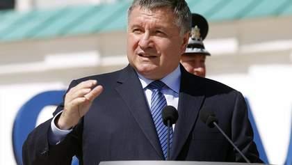 Для контроля украинцев на карантине могут привлечь мобильных операторов: комментарий Авакова