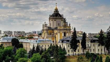Как во львовских храмах придерживаются ограничений во время богослужений: видео