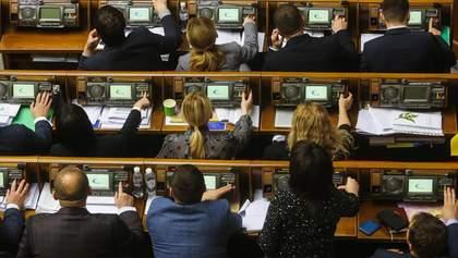 """Часть """"слуг народа"""" призвала принять """"антиколомойский"""" законопроект, чтобы избежать дефолта"""