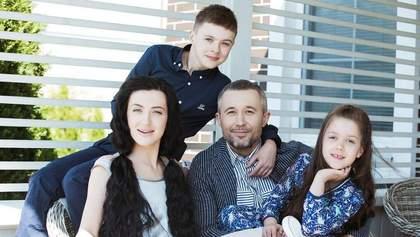 Жена Бабкина поздравила музыканта с годовщиной свадьбы: забавное фото