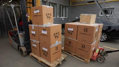 В Україну прибули 100 тисяч ПЛР-тестів із Південної Кореї