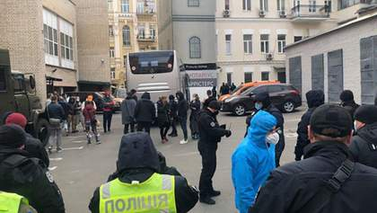 """Пассажиры рейса """"Доха-Киев"""" таки согласились покинуть самолет: что известно"""
