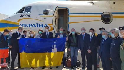 Украинских врачей в Италии приветствовали песнями Русланы: видео