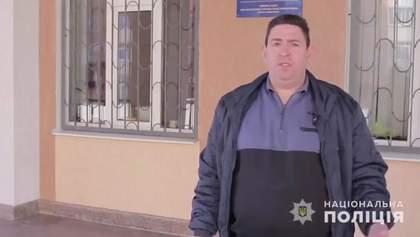 Чоловік, який жбурнув в обличчя касирки монети, вибачився – відео