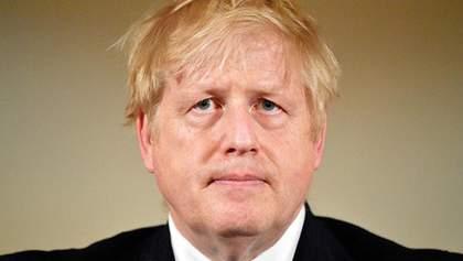 Премьера Британии Джонсона, который болеет коронавирусом, перевели из реанимации