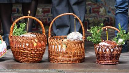 На Великдень служби в храмах відбуватимуться без прихожан: паски освячуватимуть на вулиці