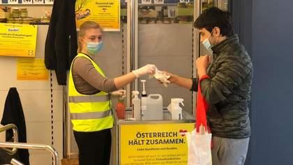 У супермаркетах Австрії безкоштовно роздають маски покупцям