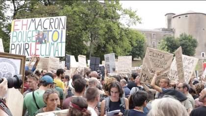 За лаштунками G7: сміливі протестувальниці та насмішки над Макроном