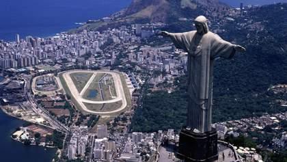 В благодарность врачам статую Христа-Спасителя в Рио-де-Жанейро подсветили: кадры впечатляют