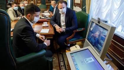 Как украинцы оценили действия Зеленского и правительства по противодействию коронавирусу: опрос
