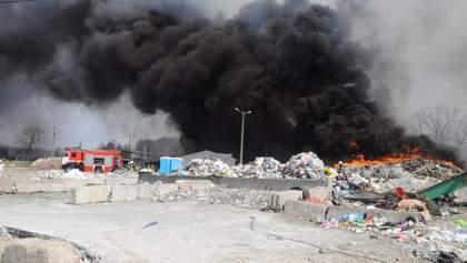 У Кропивницькому горить міське сміттєзвалище: фото