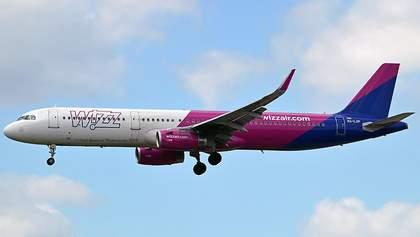 Wizz Air увольняет каждого пятого работника и уменьшает зарплаты