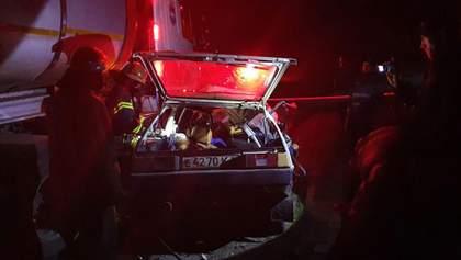 Смертельна ДТП на Кіровоградщині: Таврія влетіла під вантажівку, є загиблі – фото