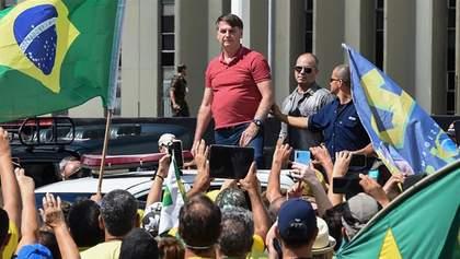 Президент Бразилії не вірить в коронавірус: він вийшов на мітинг проти карантину
