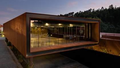 Культурний центр у вигляді коробки побудували у селі в Португалії – фото
