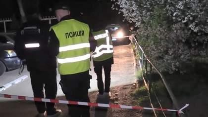 У Києві чоловік напав на поліцейського та прострелив йому ноги: деталі