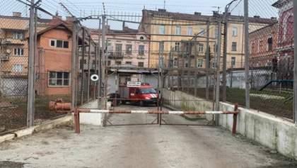 Подробиці бунту у Чернівецькому СІЗО через коронавірус: одного з в'язнів забрала швидка
