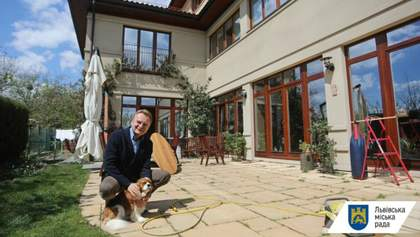Мэр Львова самоизолировался дома