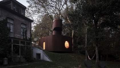 В Бельгії працівник кіноіндустрії облаштував підземний кінотеатр в гостьовому будинку – фото