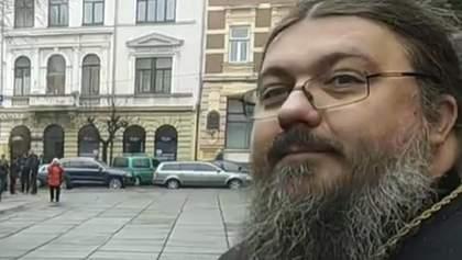 """У Чернівцях """"коронавірусний"""" священник УПЦ МП прийшов до редакції ЗМІ, щоб її закрили: відео"""