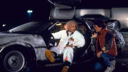 """Легендарную машину из фильмов """"Назад в будущее"""" выставили на продажу: ностальгические фото"""