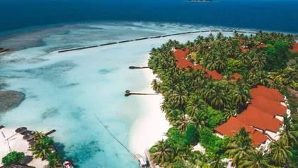 Карантин на Мальдівах: влада островів допомагає туристам грішми