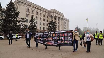 На Куликовом поле в Одессе полиция задержала трех человек: видео