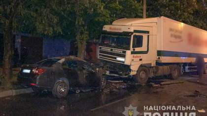 Моторошна ДТП в Кременчуці: Chevrolet врізався у вантажівку і загорівся, є загиблі – фото