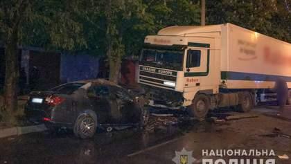 Жуткое ДТП в Кременчуге: Chevrolet врезался в грузовик и загорелся, есть погибшие – фото