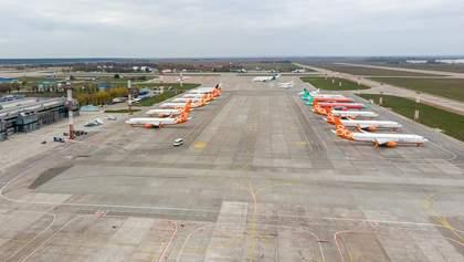 Як літаки сумують у Борисполі та чекають кінця карантину: зворушливе відео з дрона